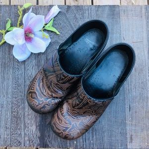 🚫SOLD🚫DANSKO Tooled Paisley Embossed Leather